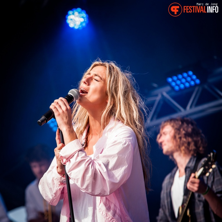 Nona op Schollenpop 2019 foto