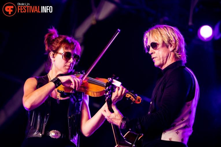 Duff McKagan ft. Shooter Jennings op Once in a blue moon 2019 foto