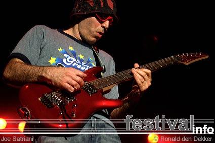 Joe Satriani op Arrow Classic Rock 2004 foto