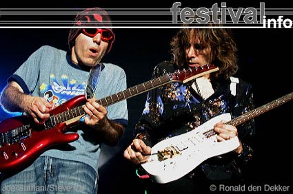 Foto Steve Vai op Arrow Classic Rock 2004