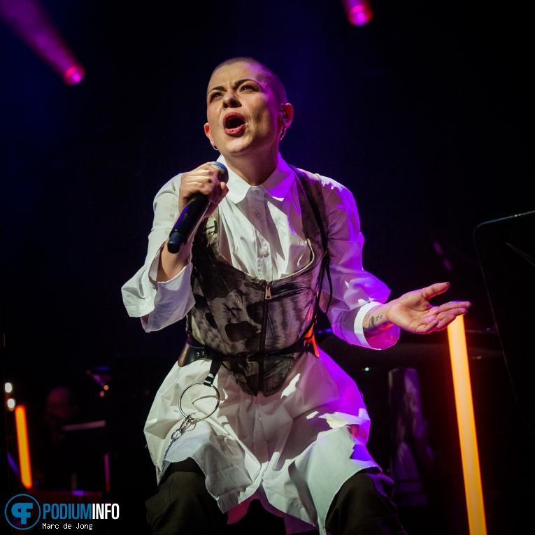 Kovacs op Kovacs & Metropole Orkest - 19/12 - TivoliVredenburg foto