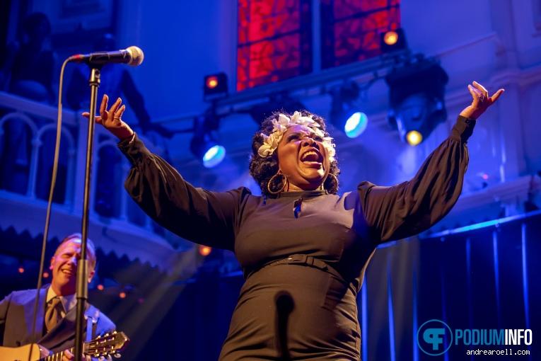 Michelle David & The Gospel Sessions op Michelle David & The Gospel Sessions - 22/12 - Paradiso foto