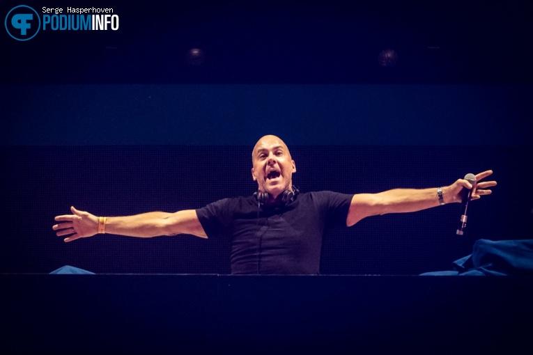 Mental Theo op DJ Paul Elstak - 14/12 - Gelredome foto