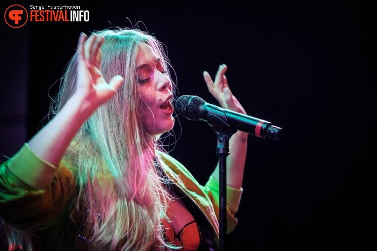 Becky Hill op Eurosonic Noorderslag 2020 - donderdag foto