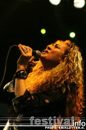 Dana Fuchs op Bospop 2008 foto