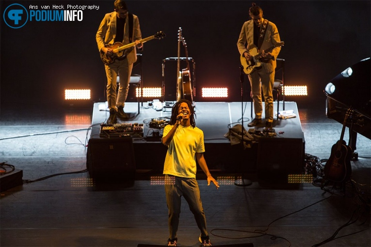 Foto Jeangu Macrooy op Jeangu Macrooy - 08/10 - Chasse Theater