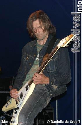 Foto Mustasch op Dijkpop 2004