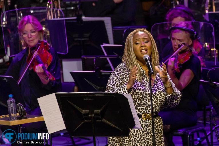 Lalah Hathaway op Lalah Hathaway / Metropole Orkest - 18/09 - Ahoy (RTM Stage) foto