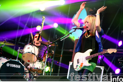 Foto The Ting Tings op Lowlands 2008