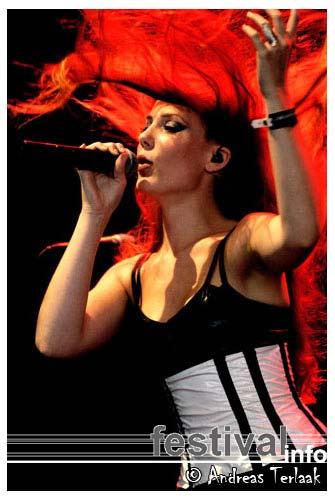 Foto Epica op Lowlands 2004
