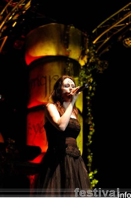 Within Temptation op Paaspop Schijndel 2005 foto