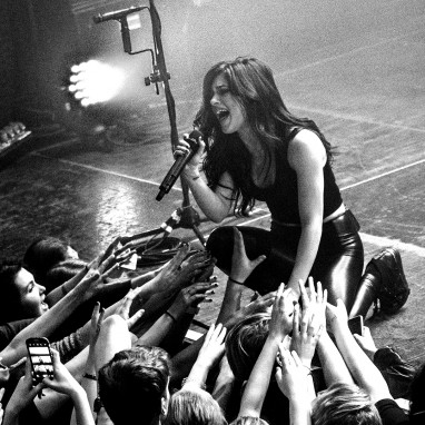 review: Against The Current - 04/03 - Melkweg Against The Current