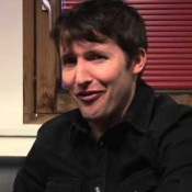 Video: James Blunt snoert haters op Twitter de mond