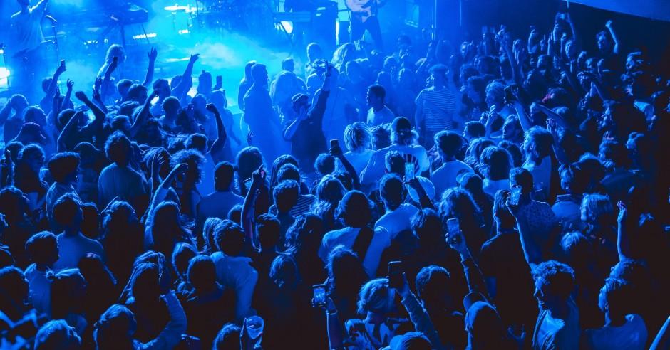 Bekijk de Blackwave. - 28/09 - Paradiso Noord (Tolhuistuin) foto's