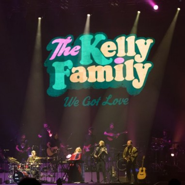 review: The Kelly Family - 24/03 - Ahoy The Kelly Family