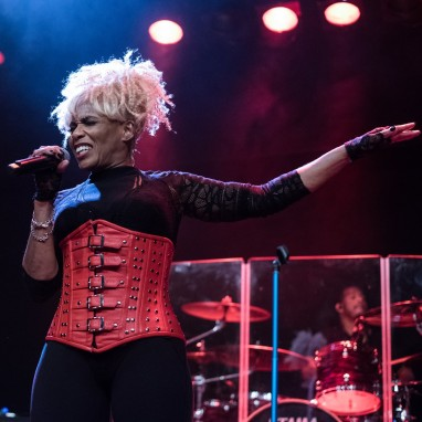 review: Mother's Finest - 01/02 - Metropool Enschede (voormalig Atak) Mother's Finest