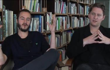 Video: Editors: het was buigen of barsten