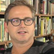 Video: Guus Meeuwis jubileert maar kijkt niet achterom
