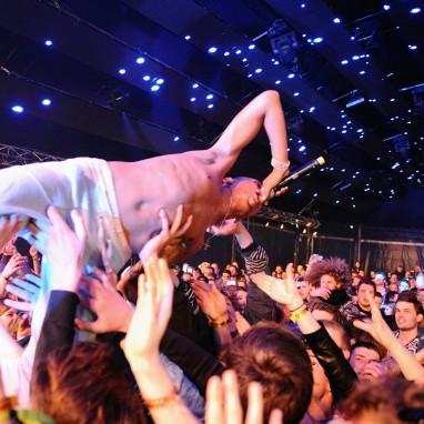 Paaspop 2015 crowdsurf
