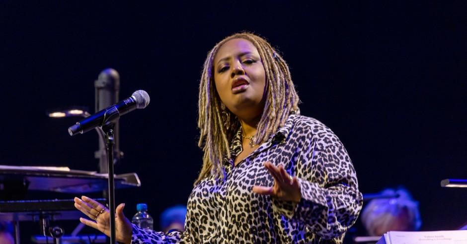 Bekijk de Lalah Hathaway / Metropole Orkest - 18/09 - Ahoy (RTM Stage) foto's