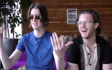 Video: Nummer 1 positie niet belangrijk voor rockband Blossoms