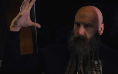 Video: Five Finger Death Punch klimt eindelijk uit diep dal