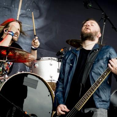 Sons of Texas en LTNT supporten Seether-shows