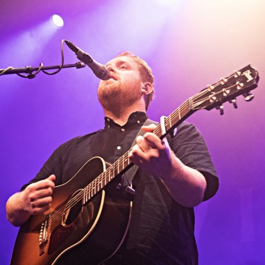 review: Gavin James - 07/10 - Effenaar Gavin James
