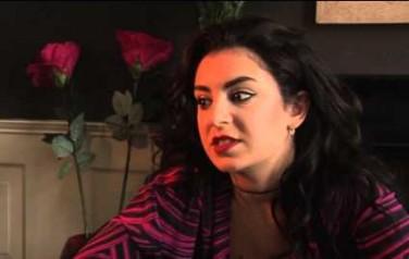 Video: Charli XCX wil 'krachtige pussypop' maken