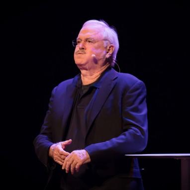 review: John Cleese - Nieuwe Luxor Theater - 24-04-2016 John Cleese