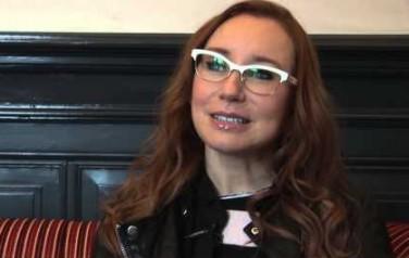 Video: Tori Amos moest dochter streng aanpakken tijdens duet