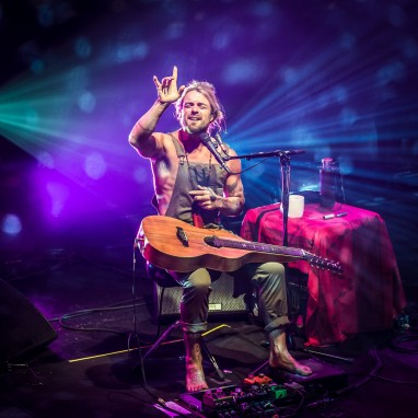 review: Xavier Rudd - 26/06 - TivoliVredenburg Xavier Rudd