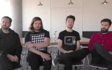 Video: Bastille waagt zich aan hiphop en gitaarrock