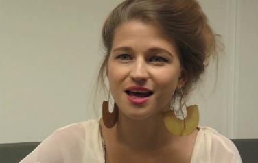 Video: Selah Sue blij verrast door meezingen Pinkpop-publiek