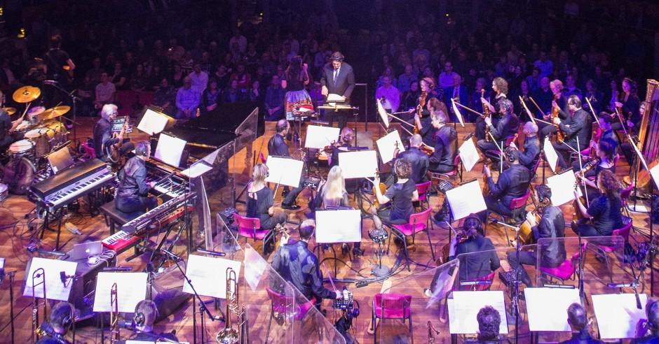 Bekijk de Caro Emerald / Metropole Orkest - 18/12 - TivoliVredenburg foto's