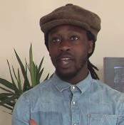 Video: Rapper Akwasi geeft Bram Vermeulen nieuw publiek