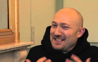 Video: DJ Paul Kalkbrenner heeft weinig op met de laptop-generatie